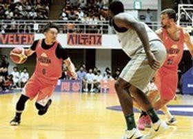 B3での健闘を誓ったベルテックス静岡の大沢主将(左)=静岡市葵区の市中央体育館