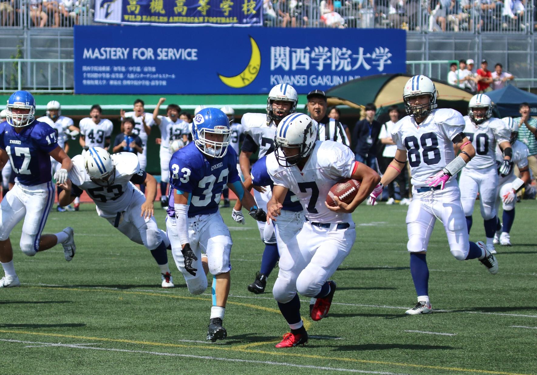 高槻のオフェンスを支えた、エースRB斎藤(7)の力強いラン=撮影:山口雅弘