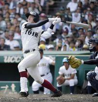 済美―大阪桐蔭 5回裏大阪桐蔭2死満塁、石川が中前に2点打を放つ=甲子園
