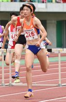 【陸上競技女子400メートル障害決勝を58秒79の東海高校新記録で制した奥林(四日市商)=静岡スタジアムエコパで】