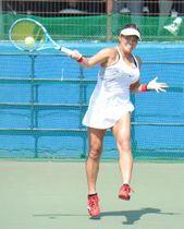 〈シングルス決勝〉逆転勝ちで初優勝を飾った大前綾希子=筑波北部公園テニスコート