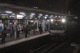 JR取手駅ホームに到着する常磐線電車