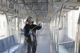 東京メトロが公開した、窓ガラスや手すりなどの車内設備に薬剤「シルフィーミストAG」を噴霧する作業=9日午前、東京都足立区の綾瀬車両基地