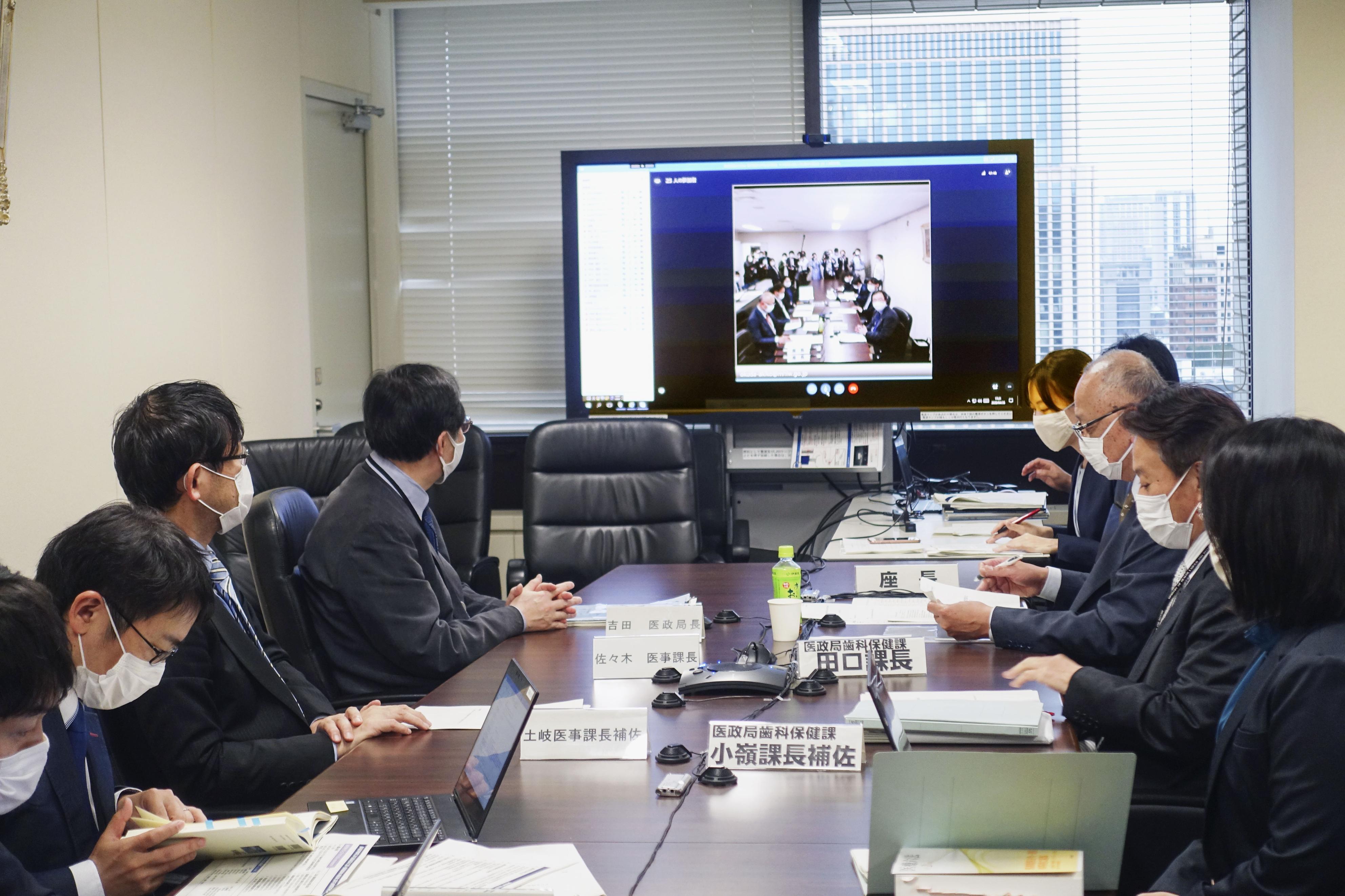 新型コロナ検査強化についての厚労省懇談会=26日午後、東京都千代田区