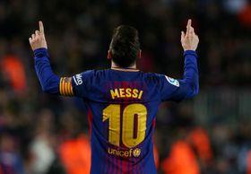 スペイン・バルセロナで行われた試合で、ゴールを喜ぶメッシ選手=4月7日(ロイター=共同)