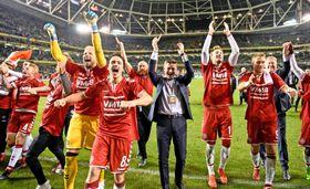 W杯出場を決め、喜ぶデンマークの選手ら=ダブリン(ロイター=共同)