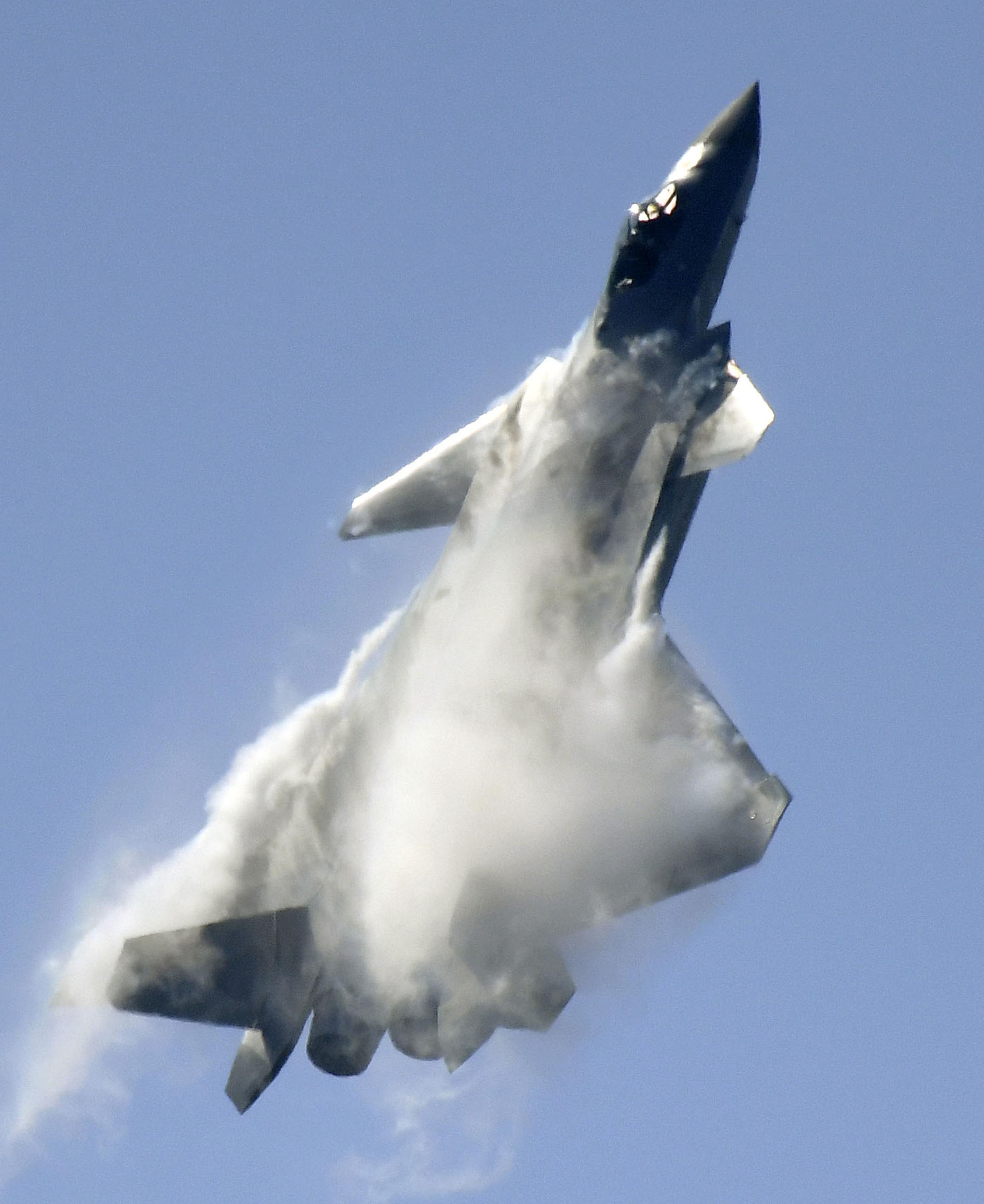 中国、次世代戦闘機がデモ飛行 ...