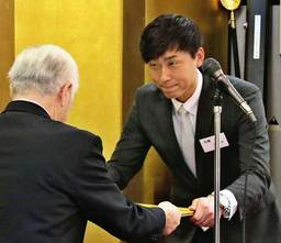 BCリーグ 加藤健さん「シバ農でよかった」野球部OB会から特別功労賞