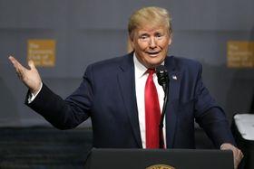 12日、米ニューヨークで講演するトランプ米大統領(AP=共同)