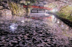 特選に輝いた黒川さんの作品「流れる花弁」