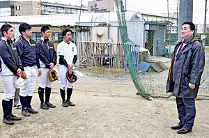 元プロ・松井隆昌さん「監督」就任 尚志高野球部、成長後押し