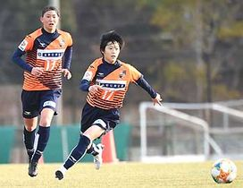 AC長野―KSPO 交流戦初戦でともに2得点を挙げたAC長野・滝沢(右)と中村