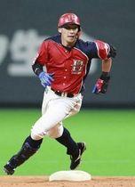 大田が躍動! 五回1死一、三塁の好機に一撃。中堅フェンスを直撃する2点適時二塁打を放つ(撮影・松本奈央)