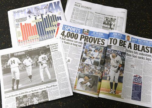 ヤンキースのイチロー外野手の日米通算4千安打達成を伝える米国の新聞=8月22日、ヤンキースタジアム