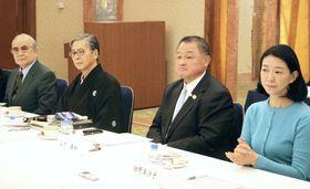 「大相撲の継承発展を考える有識者会議」の第4回会合に出席する全柔連の山下泰裕会長(右から2人目)、中井憲治弁護士(同3人目)ら=9日、東京都内