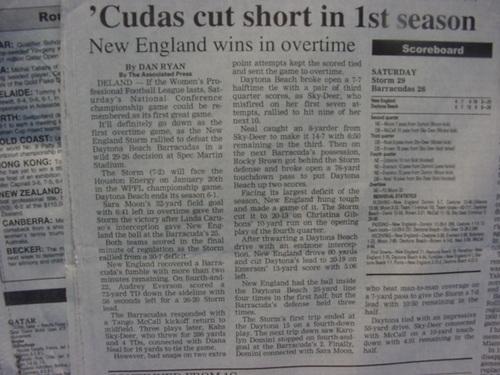 チームの敗退を伝える新聞記事