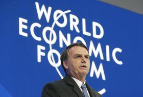 22日、スイスで開幕したダボス会議で演説するブラジルのボルソナロ大統領(AP=共同)