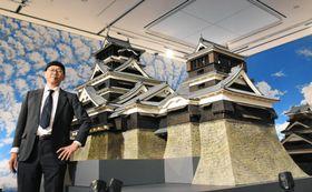 熊本城の天守閣を20分の1スケールで再現したミニチュアと監修した三池敏夫氏=15日午後、熊本市中央区