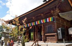 修復が終わった善光寺の経蔵=13日午前、長野市