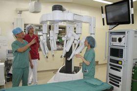 川崎医科大付属病院が直腸がん手術で使用している内視鏡手術支援ロボット・ダビンチ