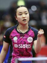 女子シングルスの準々決勝で、ポイントを奪いガッツポーズする伊藤美誠=丸善インテックアリーナ大阪