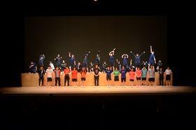 迫力の演技を披露したふたば未来学園高演劇部の生徒