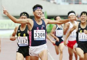 陸上男子800メートルで優勝した杉本仁=ヤンマースタジアム長居