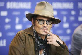 第70回ベルリン国際映画祭で主演映画「Minamata」について記者会見する俳優ジョニー・デップさん=21日、ベルリン(ゲッティ=共同)