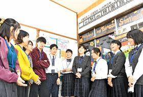都野津駅を一日映画館にして、にぎわいを創出した島根大の学生や江津高校の生徒たち