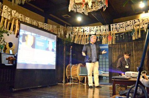 高千穂郷・椎葉山地域の魅力を海外に発信するため開かれたインバウンドモニターツアー=11月25日、高千穂町岩戸・神楽の館