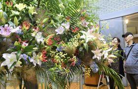 とっとり花回廊で始まった「ゆりまつり」=15日、鳥取県南部町