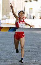 女子ハーフマラソンで優勝した鈴木優花=ナポリ