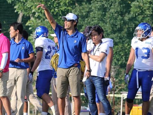 アサヒ飲料などでLBとして活躍したIBMの山田HC=撮影:Yosei Kozano、9月29日、秋津サッカー場