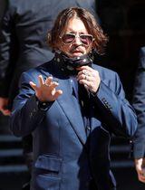 7日、英ロンドンの高等法院に到着した米俳優ジョニー・デップさん(ロイター=共同)