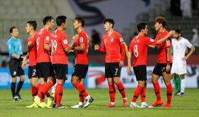 バーレーンを下し、喜ぶ韓国の選手たち=22日、ドバイ(ロイター=共同)