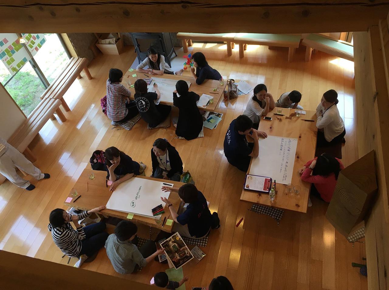 気軽に話し合える場にとカフェを運営。さまざまな人が出入りする=2017年7月、新潟県村上市(都岐沙羅パートナーズセンター提供)