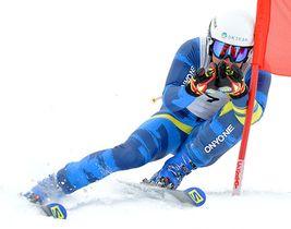 〈アルペン大回転成年男子A〉逆転で連覇を果たした佐藤慎太郎(置環)=大蔵村・湯の台スキー場