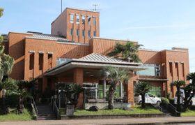 入所者ら12人の新型コロナウイルス感染が明らかになった介護老人保健施設「ひむか苑」=27日午後、宮崎市小松