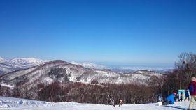 絶好のスキー・スノボ日和の斑尾高原 (筆者撮影)