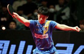 シングルスで勝利した岡山リベッツの吉田雅己=岡山武道館
