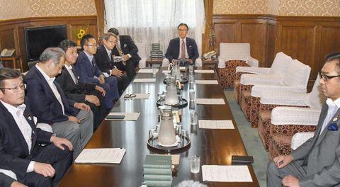 主な野党が欠席して開かれた衆院議院運営委の理事会。奥は古屋圭司委員長=17日