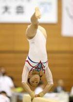 九州ブロック国体・体操少年女子 平均台で華麗な演技をみせる鳥栖の野口祐美賀=佐賀市のSAGAサンライズパーク総合体育館