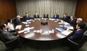 日銀本店で開かれた金融政策決定会合=19日午前、日銀本店