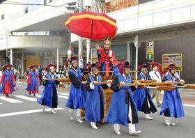 山口県下関市で開かれた日韓交流イベントで、再現された「朝鮮通信使」の行列=24日午後