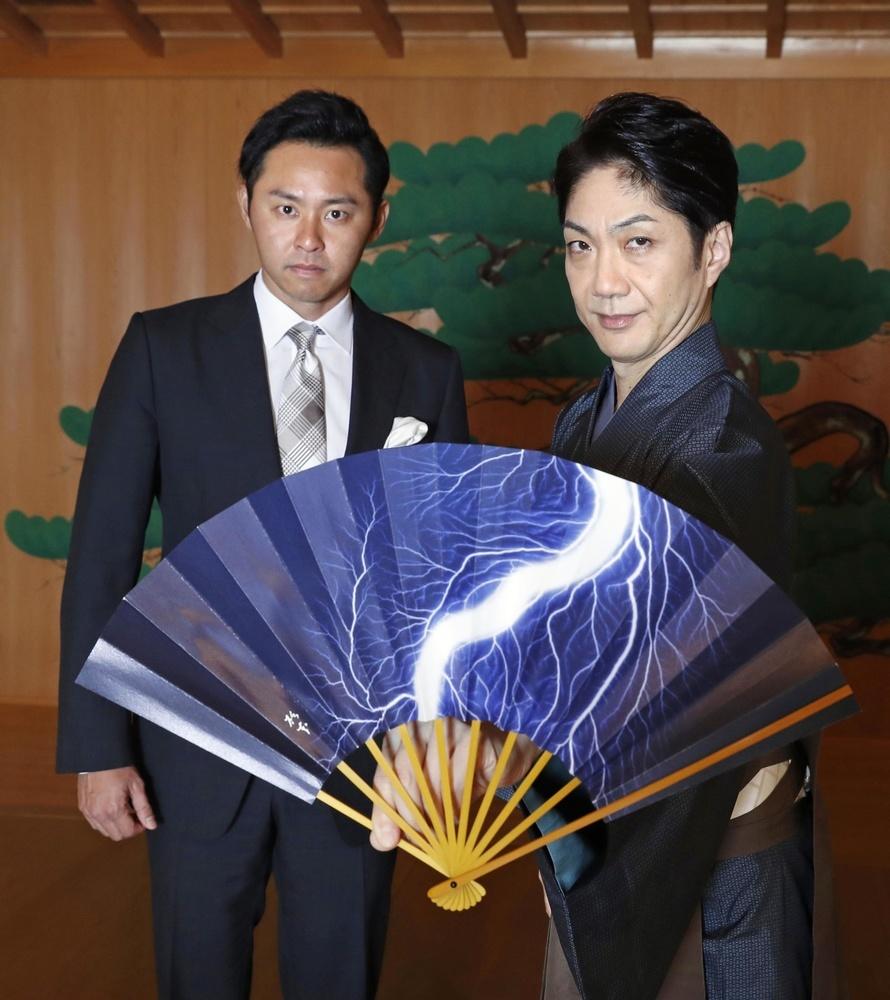 野村萬斎さん(右)と北島康介さん