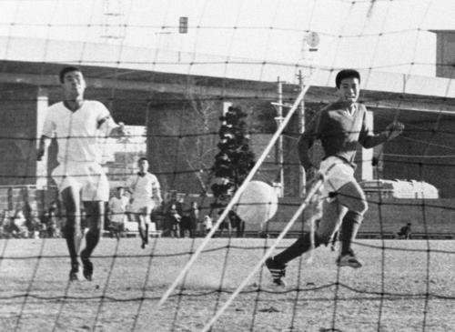 1970(昭和45)年当時の西宮球技場、全国高校サッカーなどの会場だった。