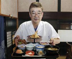 東北地方の料理を出す飲食店「創作味処そろそろ」の神山孝光さん=鳥取市