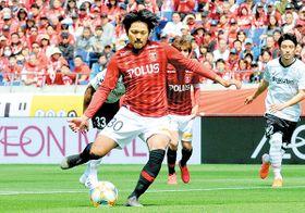 前半10分、PKを獲得した浦和の興梠(30)が先制ゴールを決める