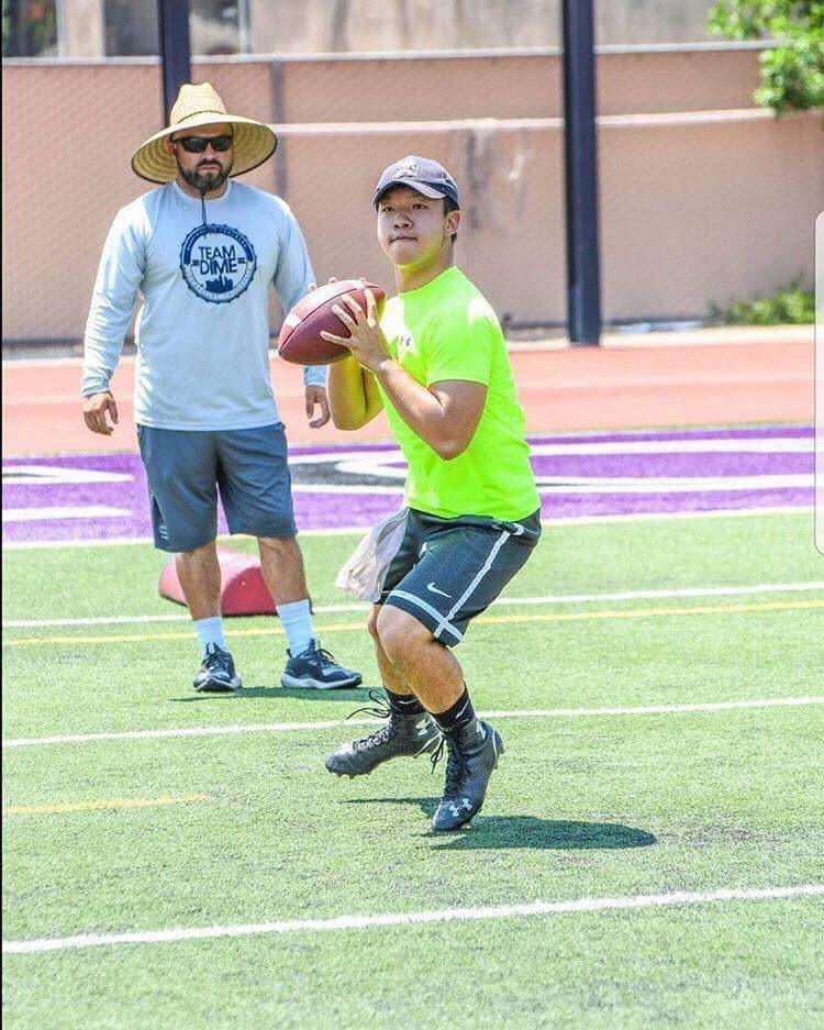 サンタモニカ・カレッジでコーチの指導を受ける竹田淳さん