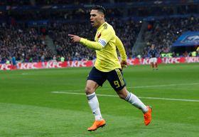 サッカーの国際親善試合、フランス戦で同点ゴールを決めたファルカオ=23日、サンドニ(ロイター=共同)